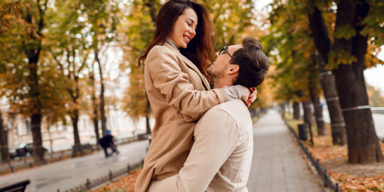 https://andradadan.com/wp-content/uploads/2020/11/fashionable-man-woman-embarrassing-while-dating-autumn-park-wearing-stylish-beige-coats-romantic-mood-1280x640.jpg